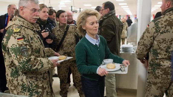 Von-der-Leyen-besucht-Bundeswehr-in-Afgh