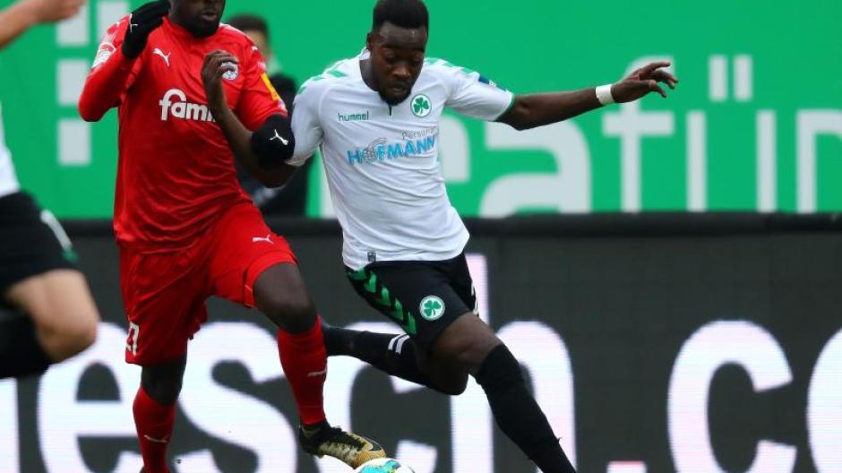 2 Liga Greuther Furth Und Holstein Kiel Trennen Sich 0 0 Augsburger Allgemeine