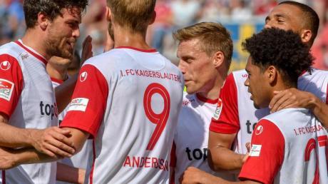 Der 1. FC Kaiserslautern hat sich mit einem Sieg aus der 2. Liga verabschiedet. Foto: Armin Weigel