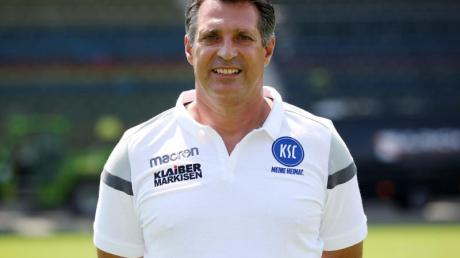 Fühlt sich beim Karlsruher SC gut aufgehoben: Trainer Alois Schwartz. Foto:Michael Deines