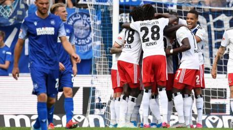 Der HSV jubelt nach dem 2:0 durch Sonny Kittel.