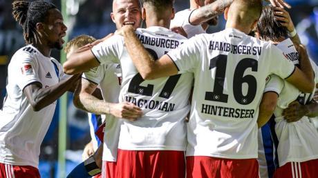 Noch führt der Hamburger SV die Tabelle der 2. Liga an. Foto: Axel Heimken/dpa
