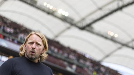 «Man kann dem HSV zum ersten Aufstiegsplatz gratulieren», sagt VfB-Sportdirektor Sven Mislintat. Foto: Edith Geuppert/dpa