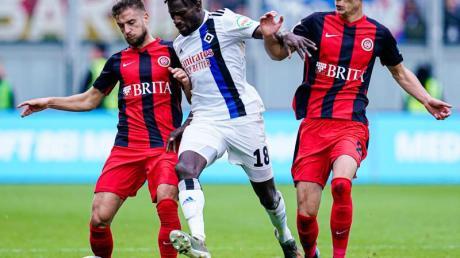 Der Hamburger SV kam beim SV Wehen Wiesbaden nicht über ein 1:1 hinaus. Foto: Uwe Anspach/dpa
