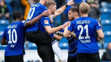 Die Bielefelder besiegten Holstein Kiel mit 2:1. Foto: Guido Kirchner/dpa