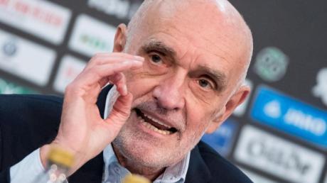 96-Profi-Boss Martin Kind hat noch keinen neuen Trainer gefunden. Foto: Peter Steffen/dpa