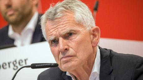 Wer wird Nachfolger von Wolfgang Dietrich? Beim VfB Stuttgart gibt es zwei Kandidaten. Foto: Christoph Schmidt/dpa