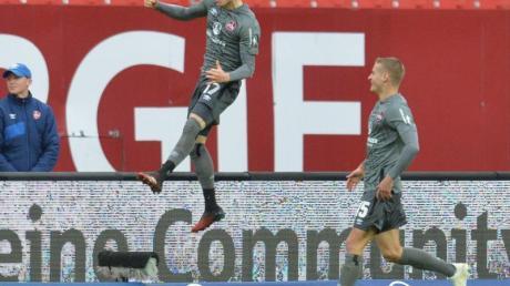 Nürnbergs Robin Hack bejubelt sein Tor zum 2:0.