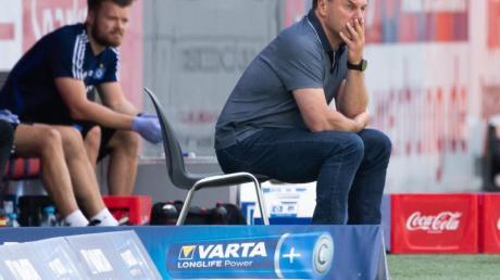 Trainer Dieter Hecking will beim HSV bleiben - auch im Falle des Nicht-Aufstiegs.