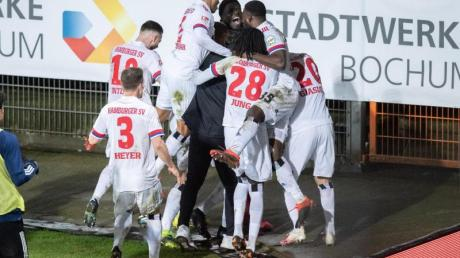 Hamburger Spieler jubeln nach dem 2:0 gegen Bochum.