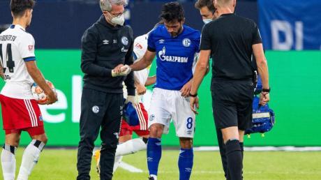 Schalkes Danny Latza (M) hat sich beim Zweitliga-Auftakt verletzt.