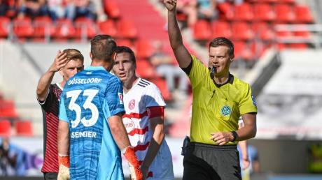 Fortuna Düsseldorfs Torwart Florian Kastenmeier sah in der Partie beim FC Ingolstadt die Rote Karte.