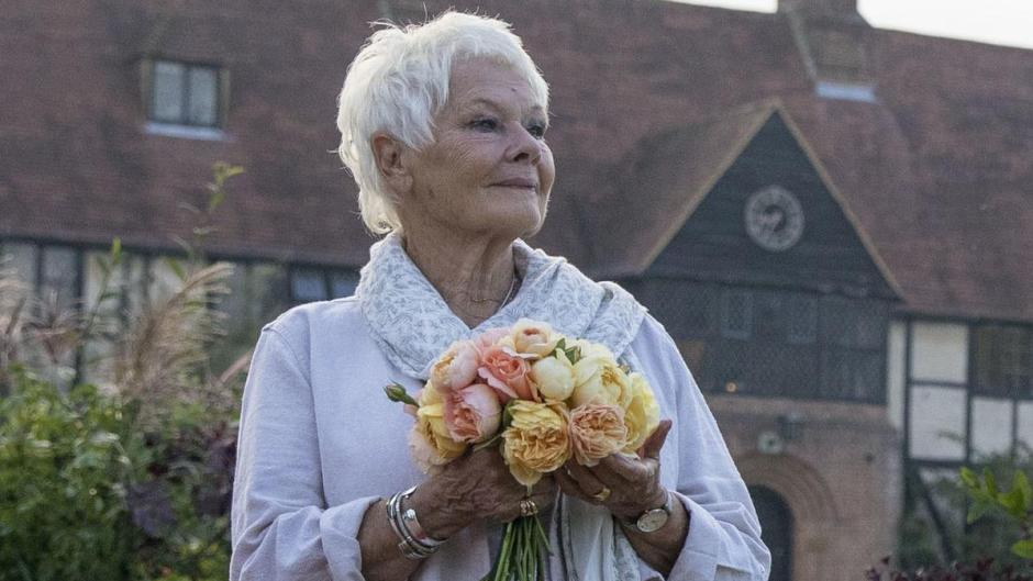 Judi Dench, Schauspiel-Ikone aus Großbritannien, nimmt auch mit 85 Jahren noch an großen Filmproduktionenals Schauspielerin teil.