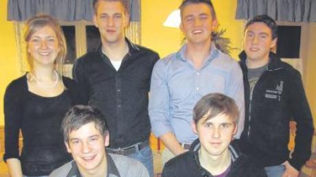 Die neue Vorstandschaft der Jungen Union Adelzhausen. Simon Konrad (oben Zweiter von links) wurde als Vorsitzender in seinem Amt bestätigt.