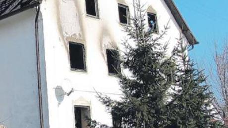 Derart angegriffen sah das Bauernhaus dann gestern bei Tag aus.