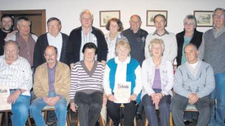 Treue Mitglieder wurden beim Wanderverein Miegersbach geehrt. Die Urkunden überreichte Vorsitzender Harry Grünbeck (obere Reihe links).