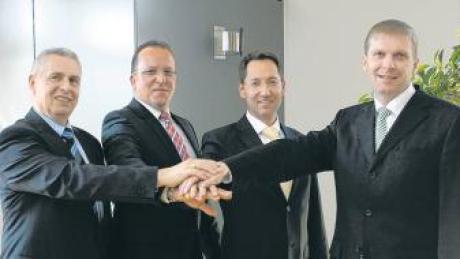 Sie arbeiten an der Fusion der Raiffeisenbank Schrobenhausen und der Volksbank Schrobenhausen zu der Schrobenhausener Bank (von links): Dieter Wagner und Carlhans Hofstetter, Vorstände der Raiffeisenbank Schrobenhausen, und Harald Löhner und Thomas Schmid, Vorstände der Volksbank Schrobenhausen.