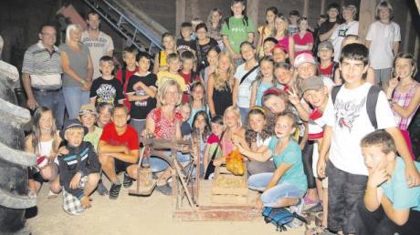"""Bei einem Besuch auf dem """"Staringer-Hof"""" in Walchshofen konnten die Kinder einiges über gesunde Lebensmittel und deren Erzeugung lernen."""