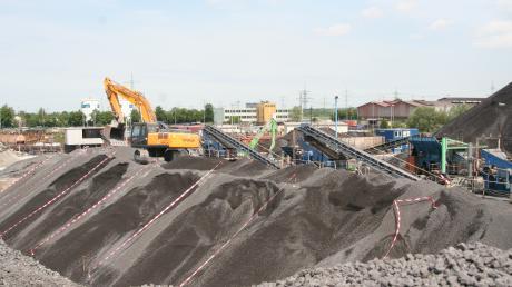 Die Lech-Stahlwerke aus Herbertshofen möchte ihre Schlacke in einer Deponie bei Holzheim lagern.