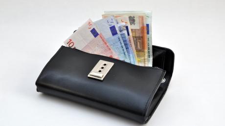 Ein Dieb stiehlt am Friedberger See eine Geldbörse und drei Schlüssel.