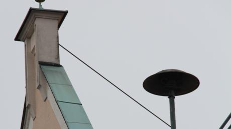 Die Sirene auf dem Dach eines Hauses.
