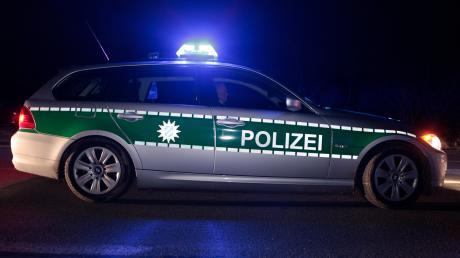 Zwei unbekannte Männer haben nachts in Haunstetten eine 20-Jährige überfallen.
