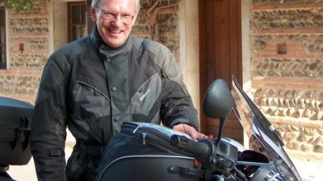 Seinen 75. Geburtstag feiert Hanshelm Häfner im Aichacher Stadtteil Walchshofen. Seit seiner Pensionierung hat er mit seinem Motorrad ganz Südeuropa erkundet und so rund 60000 Kilometer zurückgelegt.
