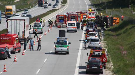 Öl abbinden, den Verkehr regeln, Milchlaster bergen, Menschen aus Autos schneiden: Im vorigen Jahr fanden neun von zehn Einsätzen der Adelzhauser Feuerwehr auf der A8 statt.