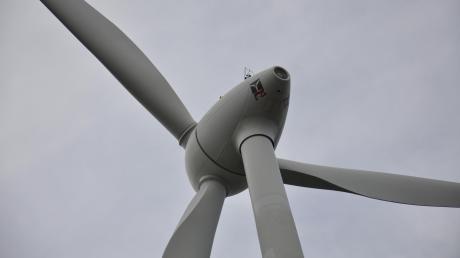 Der Abstand zum Windrad soll der zehnfachen Höhe entsprechen. Es gibt aber Ausnahmen.