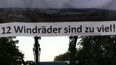 Gegen diegeplanten Windräder im Streulachwald zwischen Weidorf, Haselbach, Wallerdorf, Echsheim und Reicherstein regt sich Widerstand unter den Anwohnern. Ihren Protest bekundeten sie auf diesem Plakat.