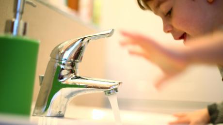 Der Wasserpreis ist in Aindling zu niedrig. Dadurch sind der Gemeinde Schulden bei der Wasserversorgung entstanden.