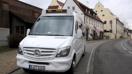 Bisher fährt der Rufbus nur bis nach Thierhaupten (hier die Haltestelle am Marktplatz). Ob künftig auch die Ortsteile und die Gemeinde Baar im Nachbarlandkreis vom Rufbus profitieren können, wird jetzt geprüft.