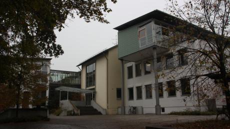 Am Gymnasium in Schrobenhausen gab es am Dienstagmorgen Gasalarm. Die Schule musste evakuiert, die umliegenden Straßen gesperrt werden.