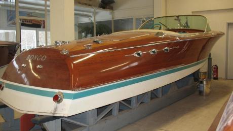 Fast zehn Jahre lang wurden Riva-Boote in Aichach mit großem Aufwand instand gesetzt. Die luxuriösen Motorboote aus Mahagoni waren vor allem beim Jet-Set der 60er und 70er Jahre beliebt.