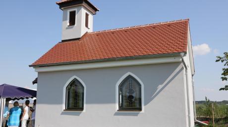 In der nördlichen Walchshofener Flur steht eine neue kleine Feldkapelle am Wegesrand, die zum stillen Gebet einlädt.
