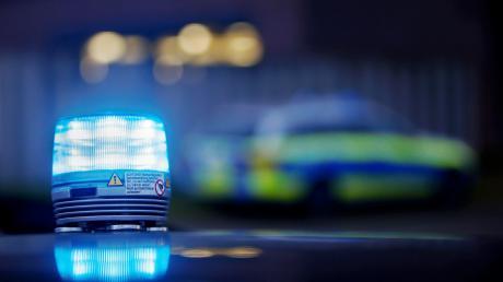 Ein Mann hatte in Kissing einen Polizisten angegriffen. Dieser schoss ihm in Notwehr ins Bein.