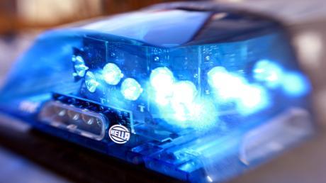 Eine 57-Jährige kam bei Klingen (Aichach) mit ihrem Auto von der Straße ab.