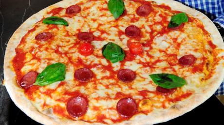 Ein 19-jähriger Pizzabote hat im Aichacher Stadtteil Klingen einen Verkehrsunfall verursacht.