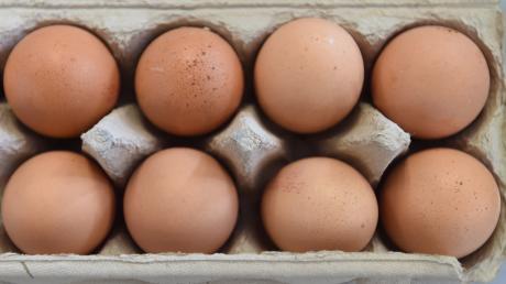 Unbekannte haben in Oberndorf Eier gegen eine Hauswand geworfen.