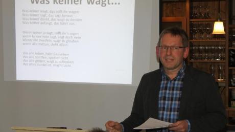 """KLB-Geschäftsführer Dieter Haschner referierte zum Thema """"Mehr wagen – aus der Tiefe leben""""."""