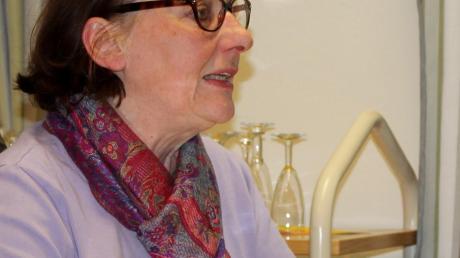 Rosy Lutz las in der Inchenhofener Bücherei und bereitete dem Publikum mit Gedichten und Geschichten einen vergnüglichen Abend.