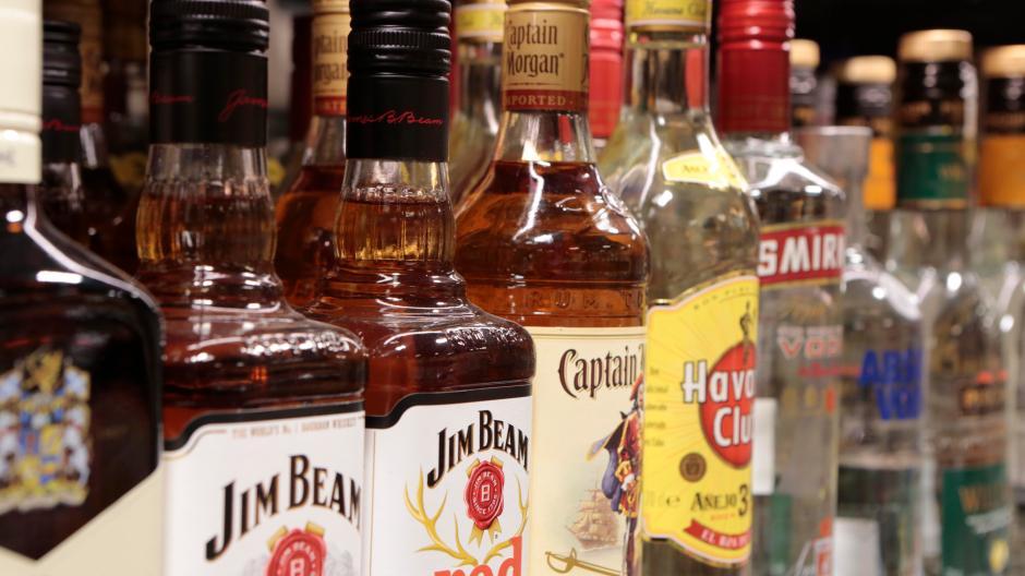 Dasing: Betrunkene klaut alkoholische Getränke und will mit Auto ...