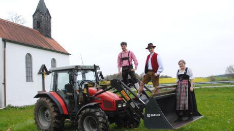 Die Mitglieder des Landjugend-Kreisverbandes Neuburg-Schrobenhausen stimmen sich für die Premiere der Bulldog-Wallfahrt ein.