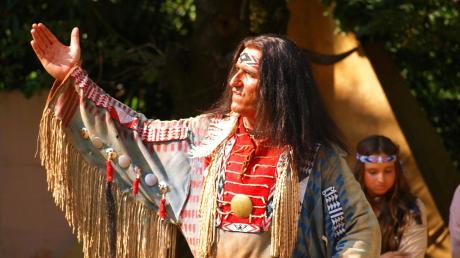 Seine Begeisterung für die Welt der Indianer hat Peter Görlach zum Beruf gemacht.