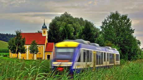 Die Paartalbahn (hier eine Aufnahme bei Obergriesbach) erhält zwischen Schrobenhausen und Ingolstadt einen neuen Bahnhalt: Brunnen.