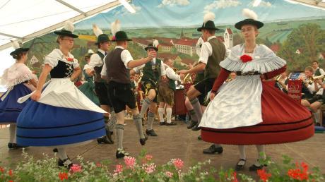 Der Heimat- und Trachtenverein ist Veranstalter der Festwoche Thierhaupten. Deshalb stehen auch Brauchtums- und Heimatpflege auf dem Programm, zum Beispiel Ehrentänze am Festsonntag.