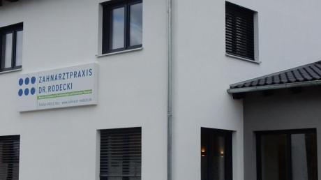 Die Zahnarztpraxis Rodecki-Beckert hat einen neuen Standort. Vom Erdweg sind die Zahnärzte in die Unterfeldstraße 25 umgezogen.