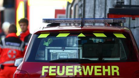 Auf dem Gelände einer Asylunterkunft brennt ein Wohncontainer aus. Die Feuerwehr verhinderte schlimmeres.