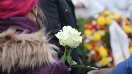 Würdevoll verabschiedete sich die Gemeinde Ottmaring von Adalbert Brandmair. In der vergangenen Woche war der Geistliche unerwartet verstorben.