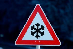 Wetterdienst warnt vor Glatteis: Viele Unfälle in der Oberpfalz